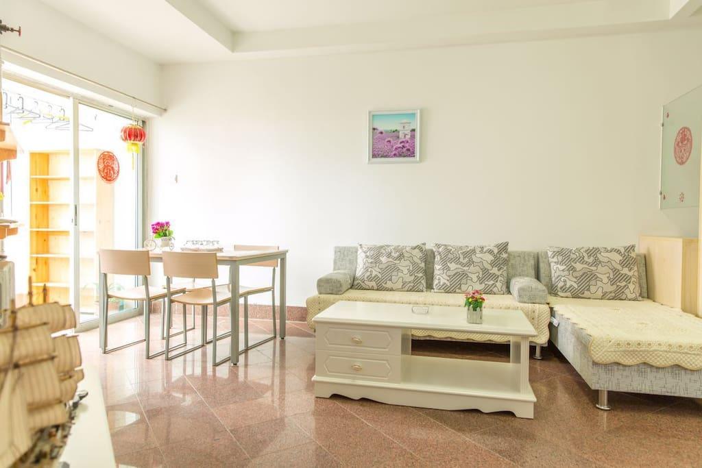 客厅舒适沙发带观海阳台