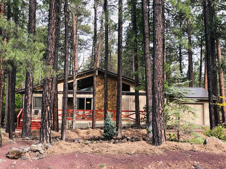 Family Friendly Pines Home 3 rooms/sleeps 8