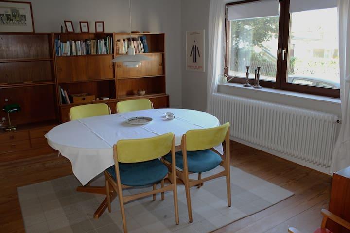 Lys lejlighed tæt på alt i Flensburgs Centrum