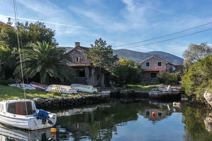Authentic Stone Beachfront 'Fisherman' House