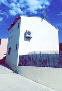 Villa 3 chambres avec jolie exterieur - Corneilhan - Villa