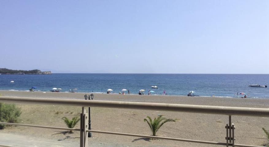 Apartment near the sea - Agkali - Appartement