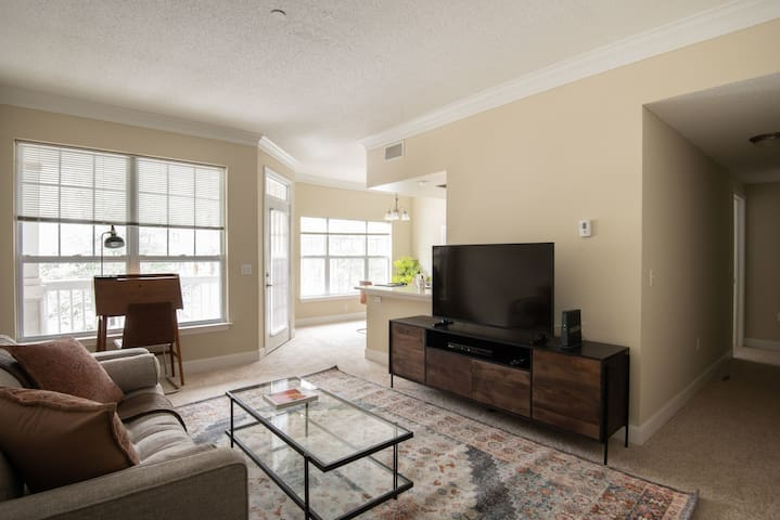 Furnished 1BR in Waltham, Parking + Pet-Friendly