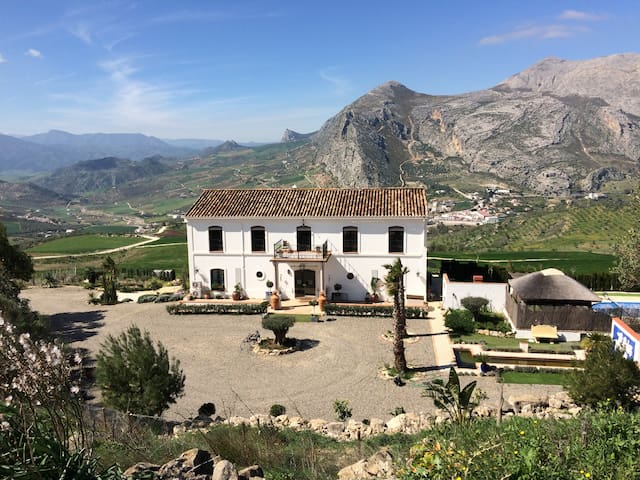 Cortijo Alto. Stunning views of the mountains - Valle de Abdalajís - Boutique-hotell