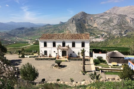 Cortijo Alto. Stunning views of the mountains - Valle de Abdalajís - Hotel boutique