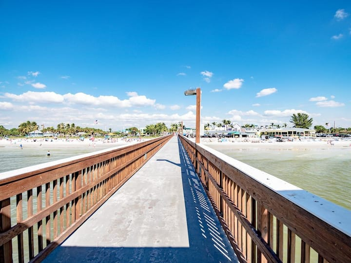 Fort Myers Beach Apartment/ close to Time Square.