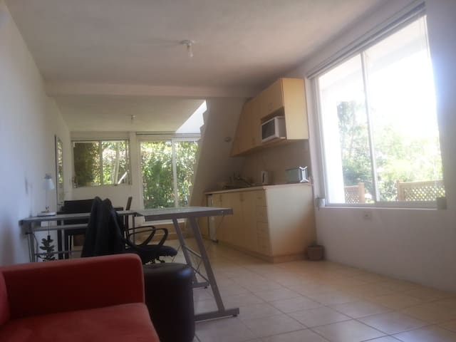 2nd Floor Flat 40 min. from Airport - GT - Apartamento