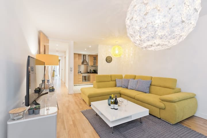 Bright & Airy 1BR Apt/Best Location in Dublin