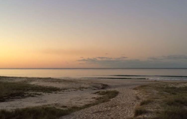 Sun&Surf:Steps to the beach Bilinga - Bilinga