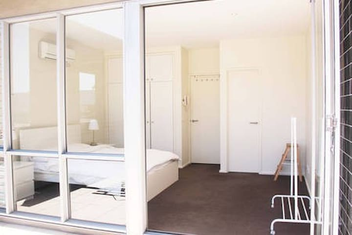 LARGE Cozy room with ENSUITE & Private Balcony
