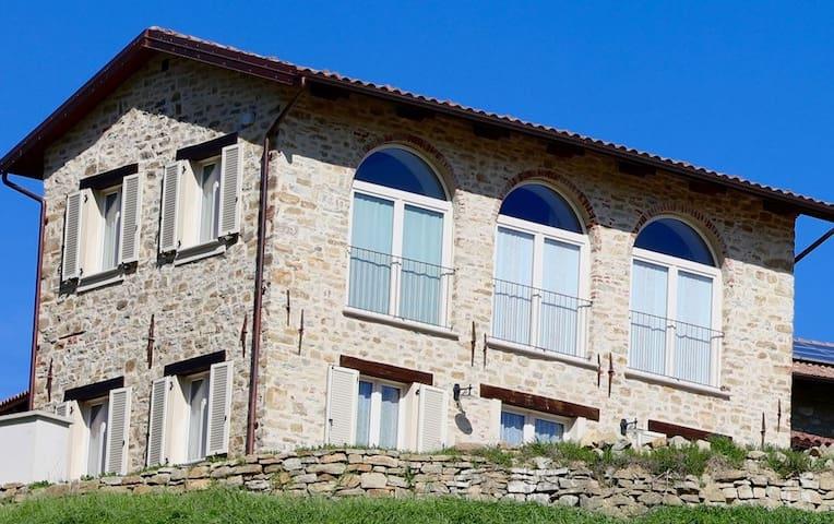Villa Piemonte, in the heart of the Langhe