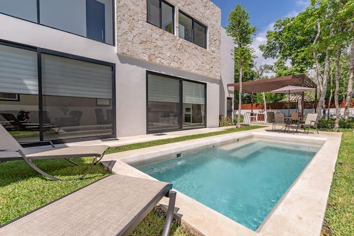 Luxury 3BR Akumal Villa Paraíso in Bahia Principe