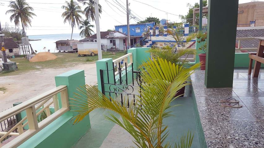 2 Bedroom Apartament upstairs with Ocean view
