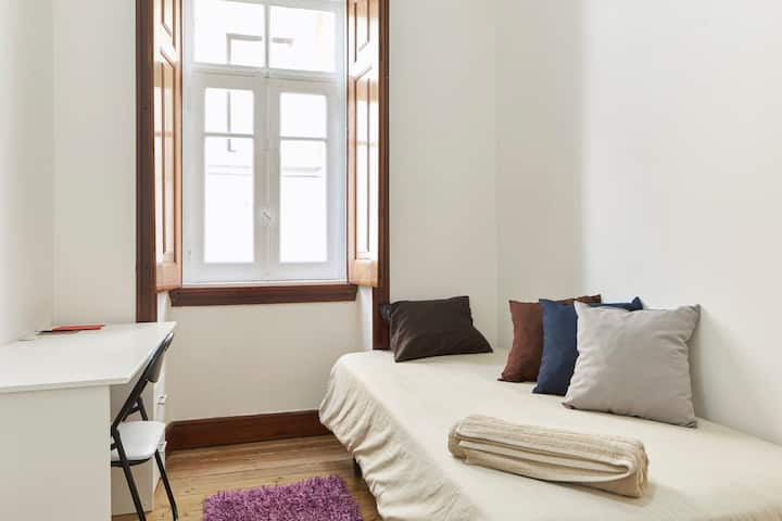 Single room in Center of Coimbra 1