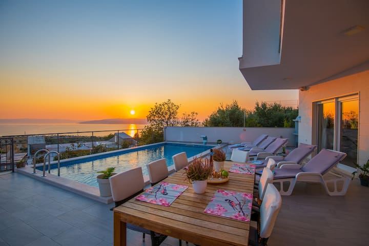 ctma246/ New modern house with private heated pool, 6+2 persons, ideal for family vacation