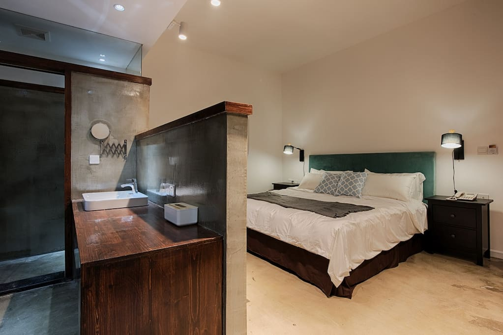 舒适大床房内部空间
