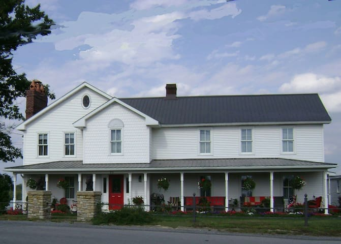 Mountainview Farms B&B (Second Hand Rose Room) - Kylertown - Pousada