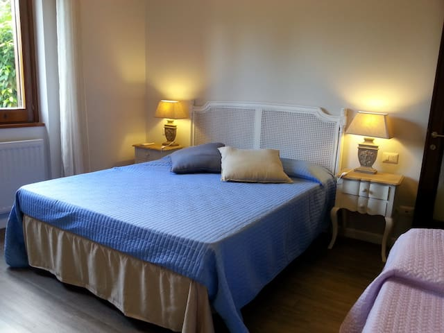 Villa Rome private rooms private bathroom ORCHIDEA - Castel di Guido - Huvila