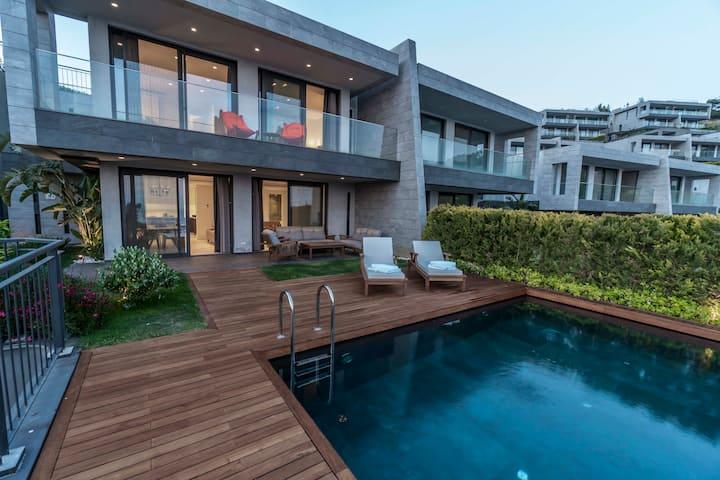 Şehir Manzaralı Özel Havuzlu 3+1 Villa