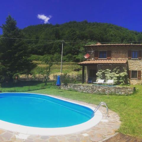 La calma - Tavernelle - บ้าน