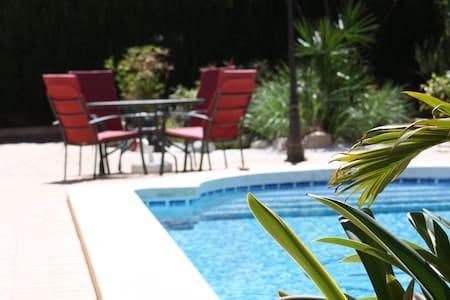 Chalet con piscina privada y barbacoa