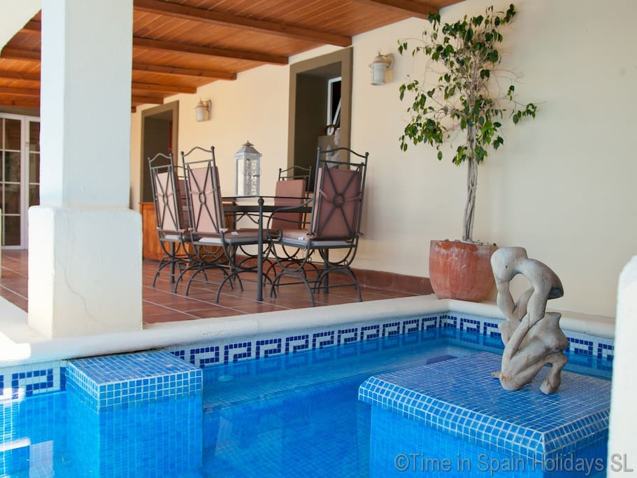 Seating area to front of villa by the pool