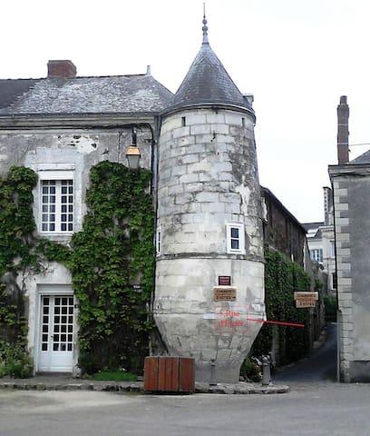 """Chambres d'hôtes """"Tour de la Gabelle"""" - Saint-Florent-le-Vieil"""