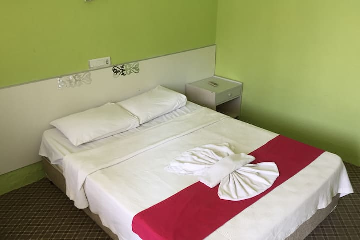 Double Room with breakfast, a/c and free wifi