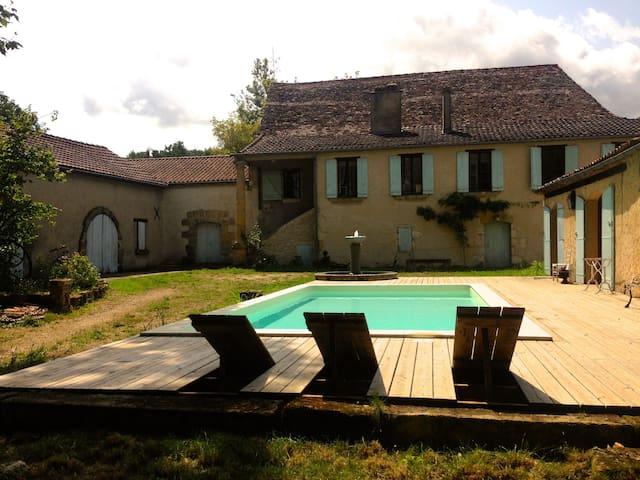 Superbe maison périgourdine dans les vignes !