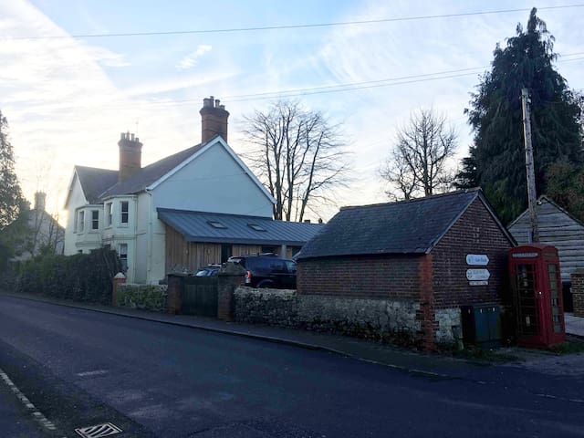 2 Double Rooms and sitting room, central Selborne
