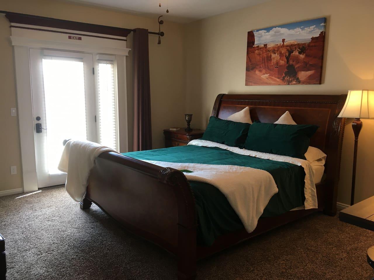 California King Sleigh Bed in Emerald Velvet and Cream