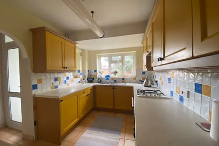 Beautiful 1 bedroom flat, very close to station