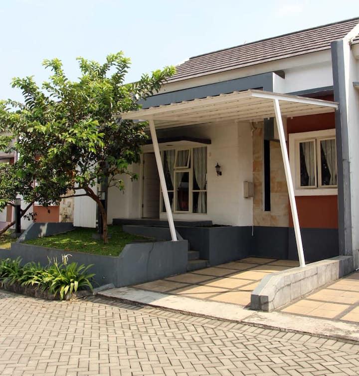 Vir Home I Rancamaya, Bogor - for families only