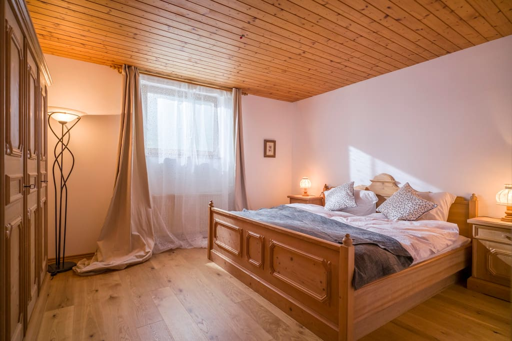 Schlafzimmer Vollholz