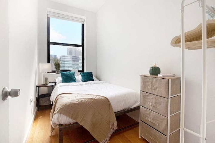 Alohause | West St | Charmy Room + Financial Dt