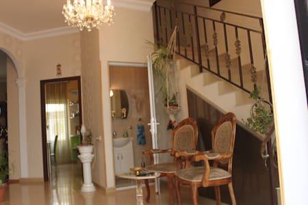 Сдаётся шикарный двухэтажный дом - Ереван
