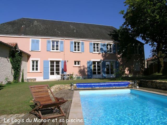 LE MANOIR - Bourneau - House