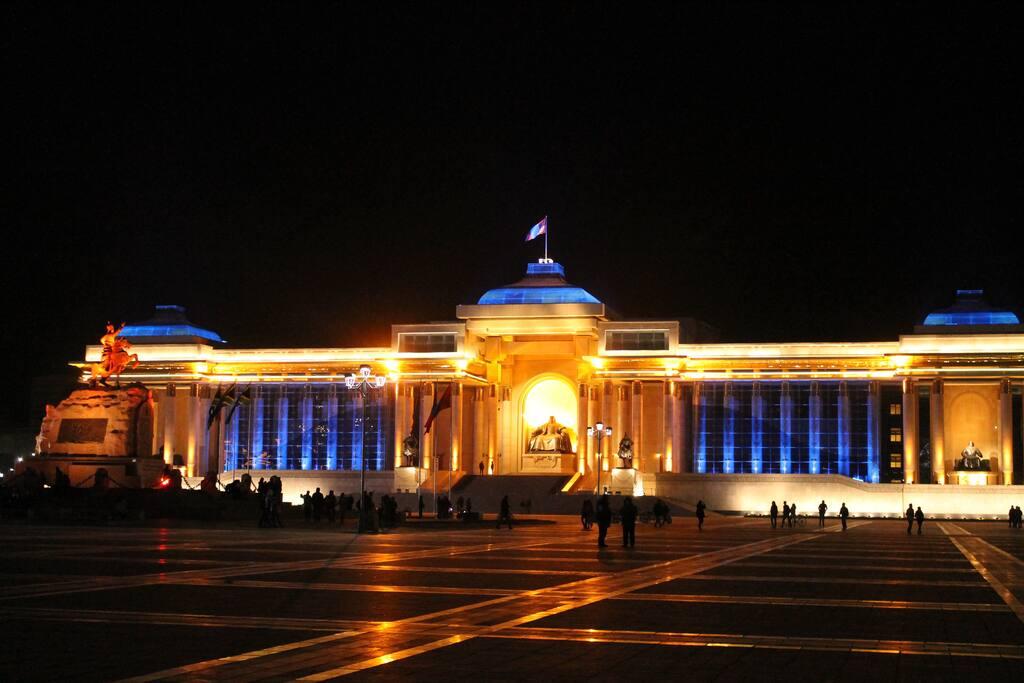 Neighborhood: Sukhbaatar square