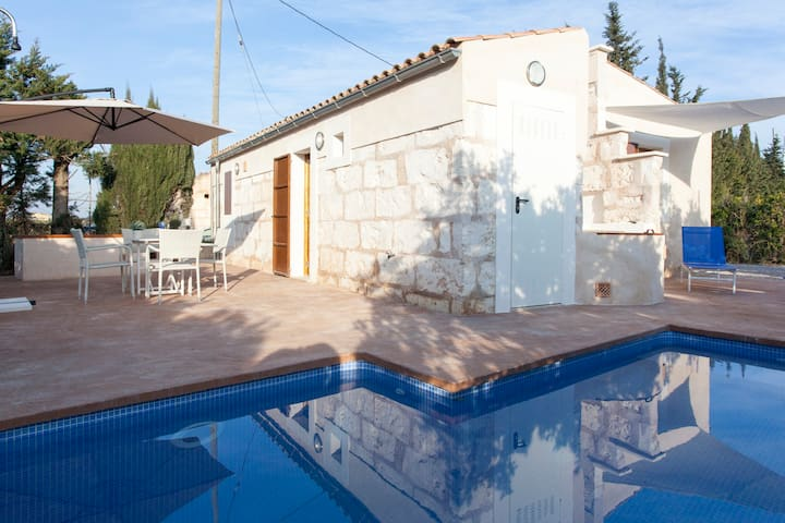 Small cottage with pool in Biniaco - Muro