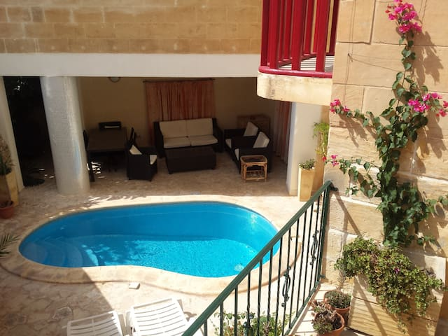 Studio in beautiful house with pool !!!