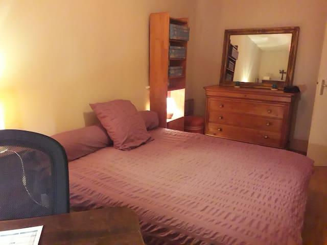 Chambre : 1 lit double ou 2 lits simples