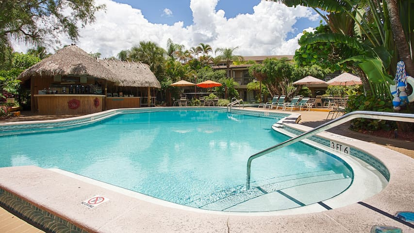 Furnished Apartment- 1 Mile to Beach!
