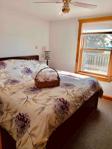 King bed, ceiling fan, 2 sets of towels provided. Light filtering window shade.