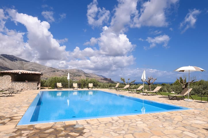 Ulivo Blu Holiday Homes - Two-bedroom with view