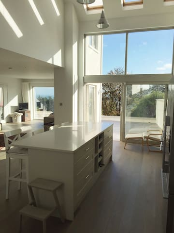 Stunning Sea Views from Refurbished Family Home - Killiney - Casa