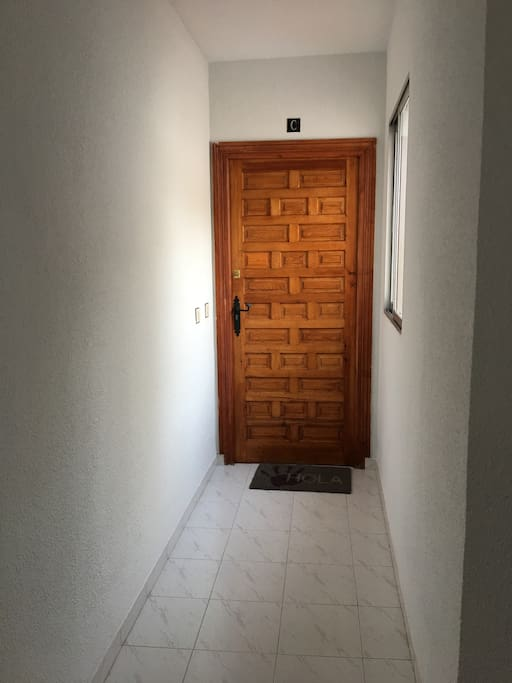 Puerta al apartamento 2ndo piso -Door to apartment - 2nd floor