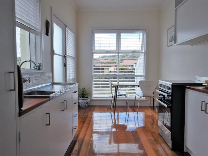 Bellerive Bluff unit in a quiet central location