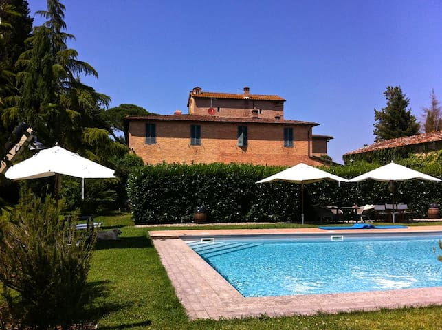 Beautiful villa with a large garden, terrace, pool - Siena - House