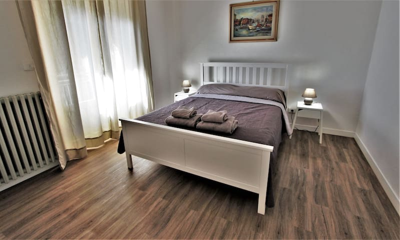 Suite Maestrale : apartment in villa near the sea