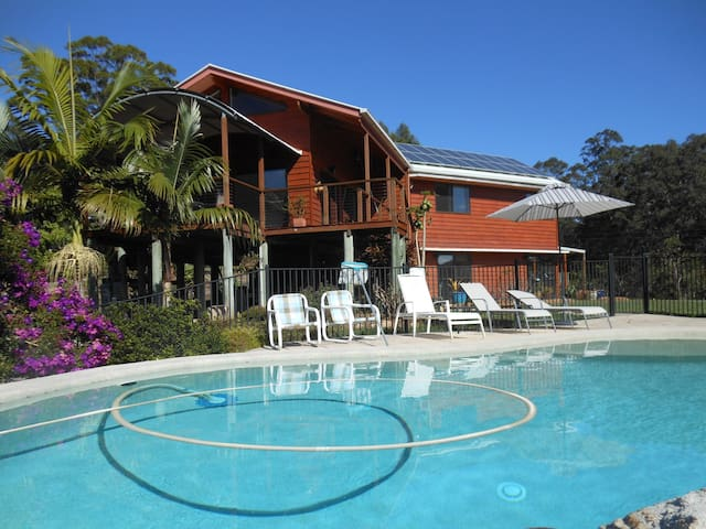 Spacious Country house with pool - Cooran - Bed & Breakfast